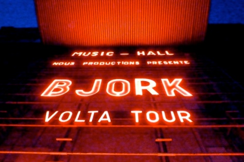 Olympic Music Hall, em Paris, anuncia show de Björk. Foto de Vincent.m