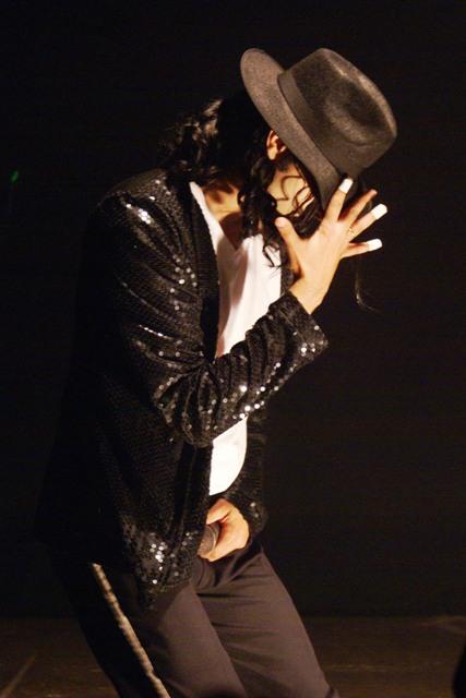 Rodrigo Teaser começou a imitar Michael Jackson aos 4 anos de idade. A brincadeira virou sua profissão